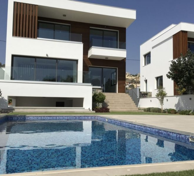 Luxury 4-Bedroom Villa in Agios Tychonas for sale in Agios Tychon CM10513 image 1