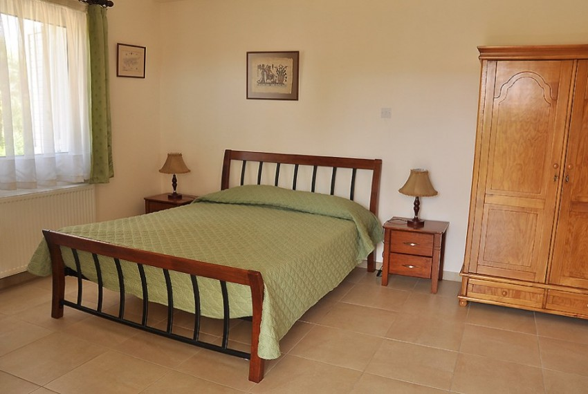 10-bed-villa-bedroom-middle