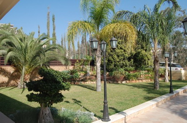 Luxury 5 Bedroom Villa with Garden and Swimming Pool in Agios Tychonas, Cyprus, CM6922 image 2