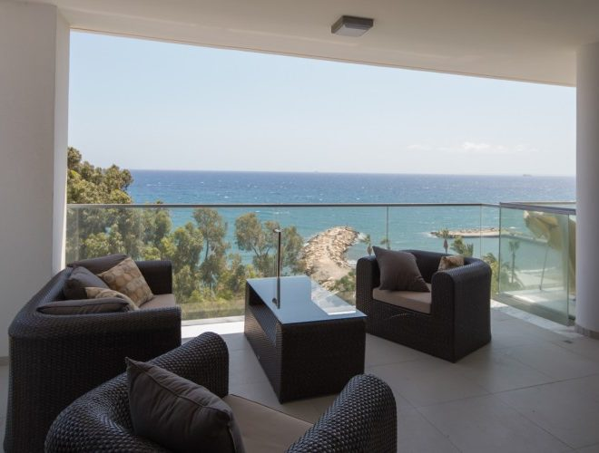 Luxurious Three Bedroom Apartment on the Beach for sale in Agios Tychon CM7677 image 1