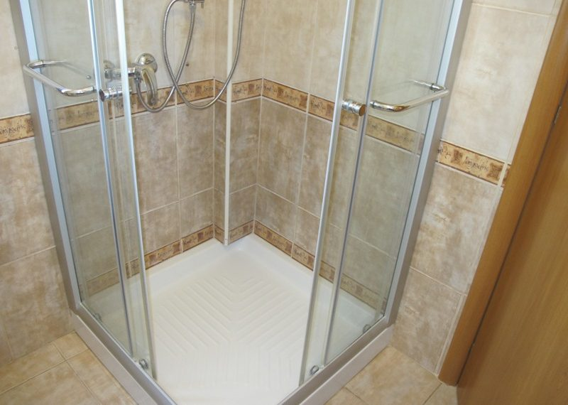 48.SHOWER ROOM IN MAIN BEDROOM