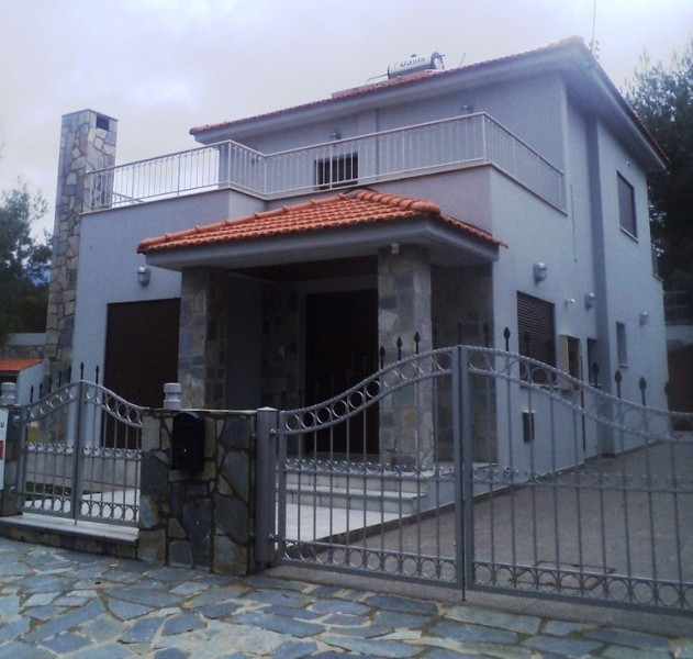 3 Bedroom House with Swimming Pool for sale in Trimiklini CM 6779 image 1