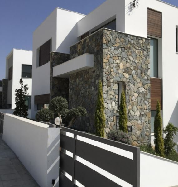 Luxury 4-Bedroom Villa in Agios Tychonas for sale in Agios Tychon CM10513 image 2