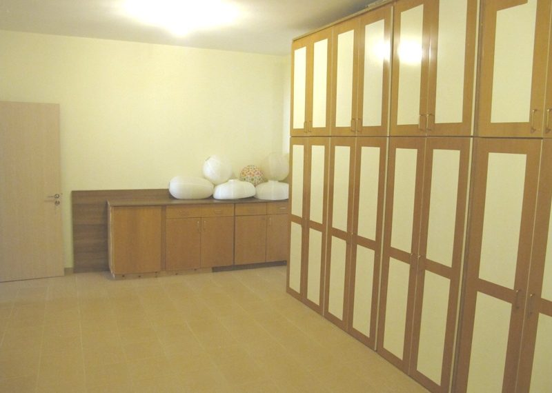 60.DOUBLE ROOM WITH WARDROBES AT BASEMENT