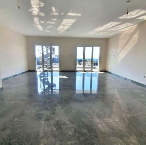 3-Bedroom Apartment with Garden for sale in Limassol image 2