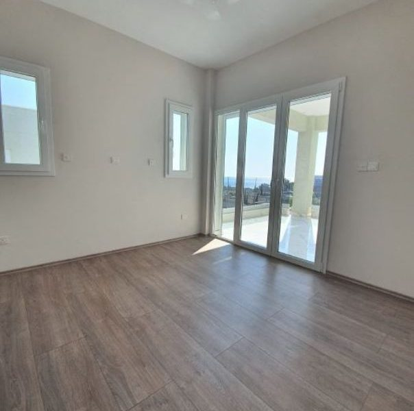 3-Bedroom Apartment with Garden for sale in Limassol image 5