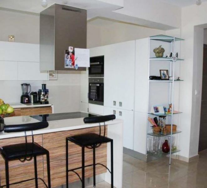 Spacious 4-Bedroom Apartment for sale in Limassol image 5