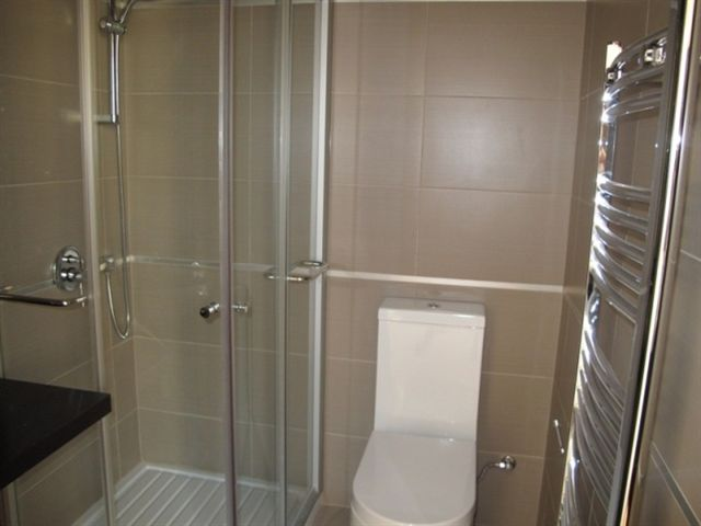 cm BED3 ENSUITE BATH