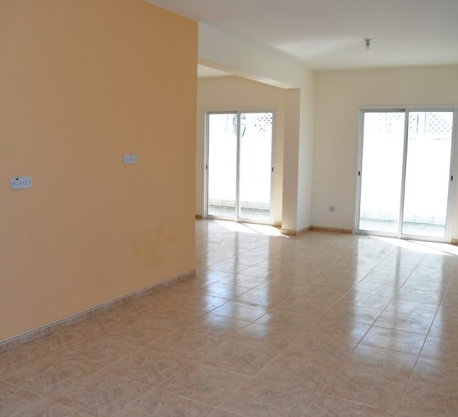 Spacious 3-Bedroom Penthouse for sale in Paphos image 4