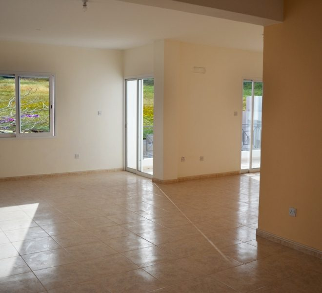 Spacious 3-Bedroom Penthouse for sale in Paphos image 3